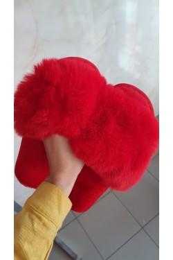 Пушистые тапочки красные